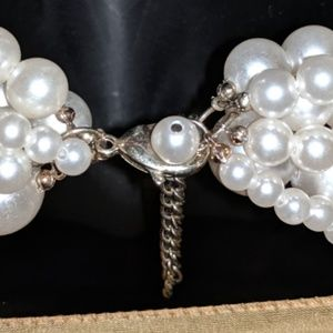 Jewelry - String of faux Pearls